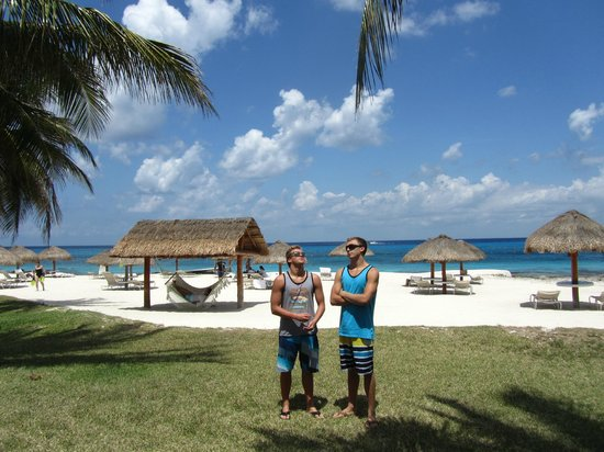 Presidente Inter-Continental Cozumel Resort & Spa: Guys on the beach