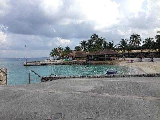 Presidente Inter-Continental Cozumel Resort & Spa: One of the views from our table eating breakfast, our dive boat picked us up at the 2nd pier