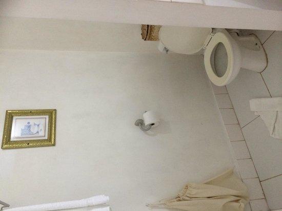 Beachcombers Hotel: Bathroom in Standard double room