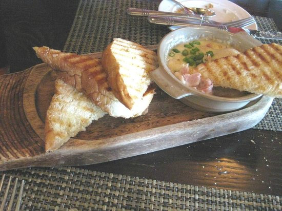 Cedric's Tavern - Biltmore Estate: Ham & Cheese Fondue