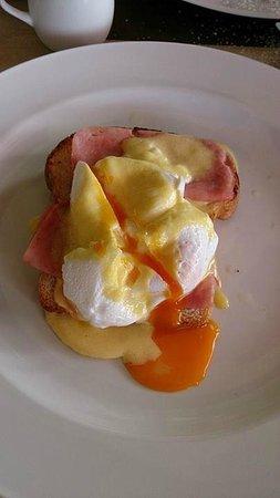 Casa del Rio Melaka: My Egg Benedicts! <3