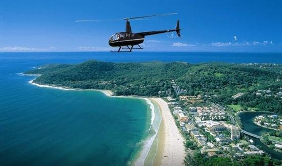 Marcoola, Australië: Sunshine Coast Helicopters flying over Noosa!