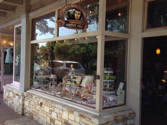 Cafe Carmel: Vitrine