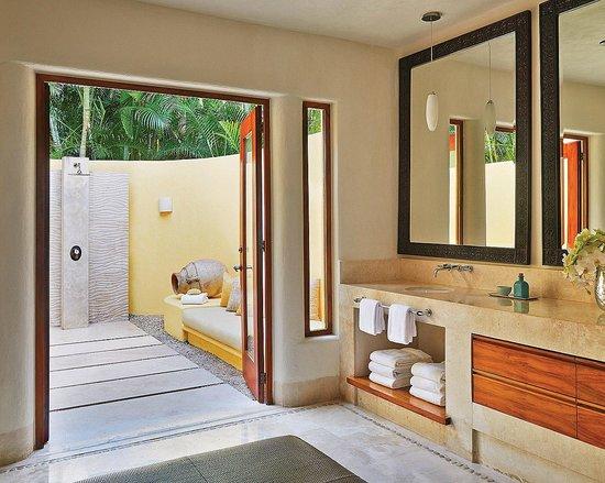 Four Seasons Resort Punta Mita : Outdoor shower