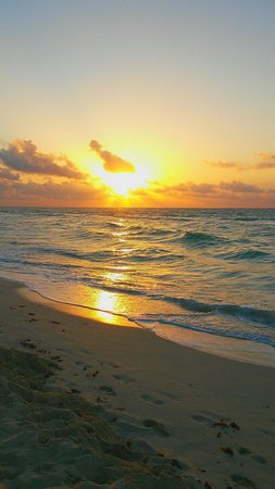 Royal Hideaway Playacar: Get up early for a great sunrise.