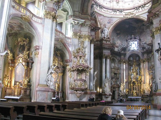 Iglesia de San Nicolás (Chram svateho Mikulase): interior da Igreja de São Nicolau