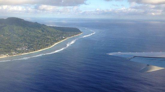 The Rarotongan Beach Resort & Spa : The island from a plane