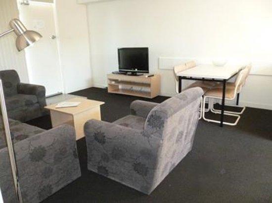 Corfu Holiday Units : Lounge