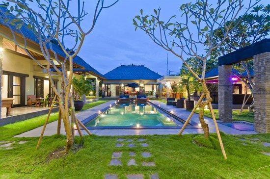 Villa Bugis: Distinctive Balinese style 2 – 6 bedroom Seminyak villas.