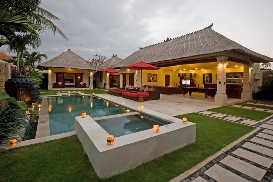Villa Bugis: Private swimming pool with sun bathing terrace