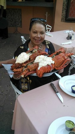 La Golondrina Restaurant : My Wife and our Lobsters