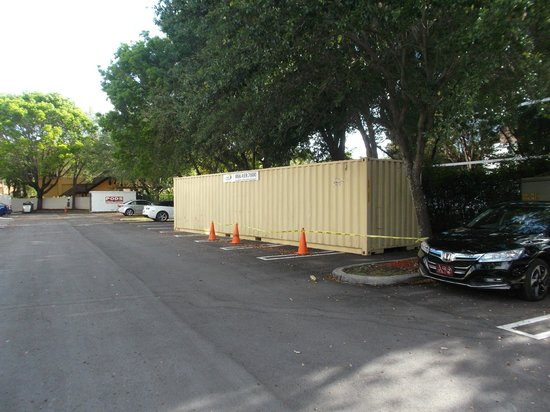 TownePlace Suites Miami Lakes: Storage Containers