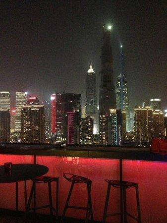 Hotel Indigo Shanghai on the Bund: 最上階のBar