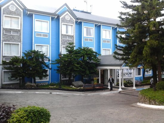 Microtel Inn & Suites by Wyndham Baguio : theres the soo mabait manong guard