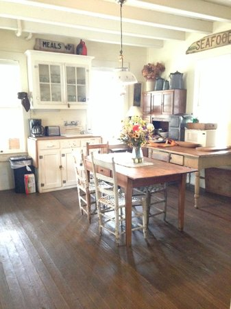 BlissWood Bed and Breakfast Ranch: Farmhouse Kitchen