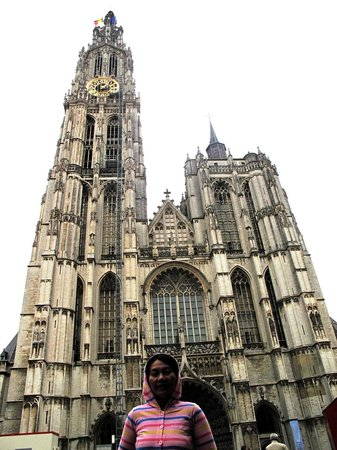 Liebfrauenkathedrale (Onze-Lieve-Vrouwekathedraal): turis jepang yang ambil foto ini. terima kasih untukmu lupa namanya.