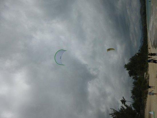 Kailua Beach Park : 真っ青な空が見たかった