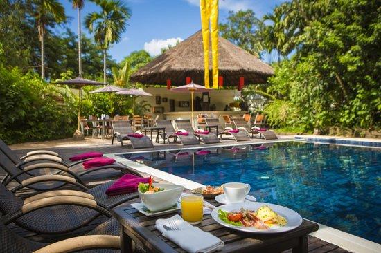Heritage Suites Hotel : Refreshing Saltwater pool