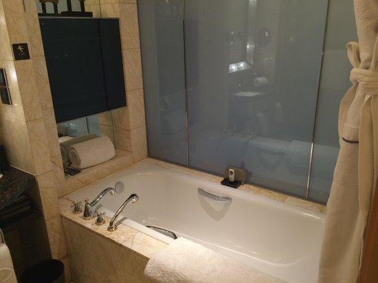 Sofitel Wanda Beijing: Bathroom