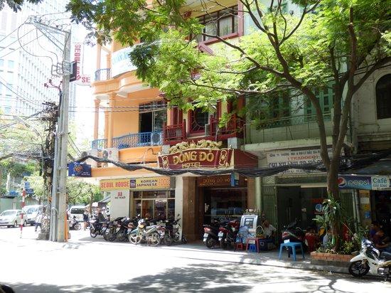 Dong Do Hotel : ドンコイ通りまで50メートル弱くらい。入口外観は見落としそうなくらい小さい。