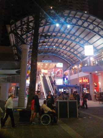 Paradise Centre Apartments: Centro Mall main entrance - escaltors lead to elevators to Allunga tower