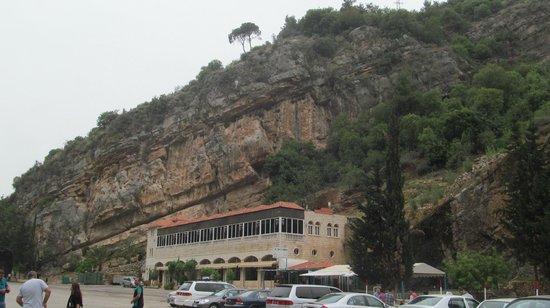 Qornet El Hamra, Libanon: Окрестности пещеры
