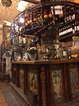 Meson Rincon de la Cava : Bar interior de la cava