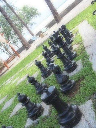 The Mangrove Panwa Phuket Resort: Chess on the beach!!!