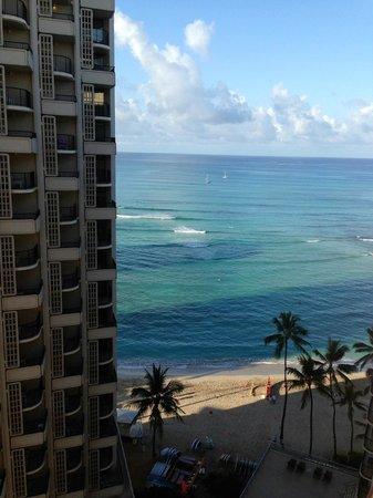 Outrigger Waikiki Beach Resort : Partial Ocean View