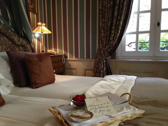 Hotel Le Saint Paul : In the room with beautiful Rose & kind message