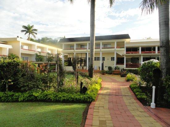 Bedarra Beach Inn: View from Street