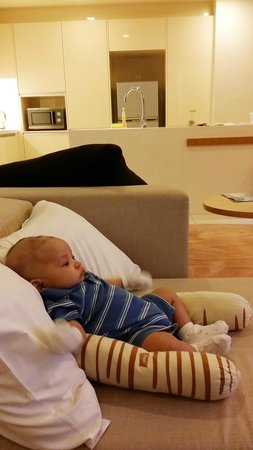 PARKROYAL Serviced Suites Kuala Lumpur : So leaxing even for the baby