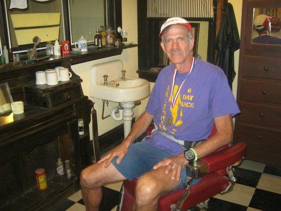 Avenue Hotel B&B: Sitting in the 'Barber Shop'