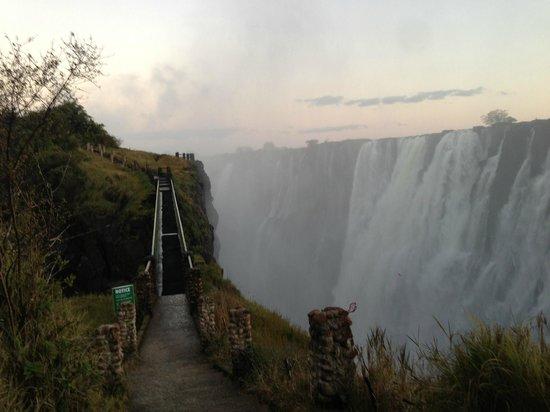 AVANI Victoria Falls Resort: Mosi ao Tunya1