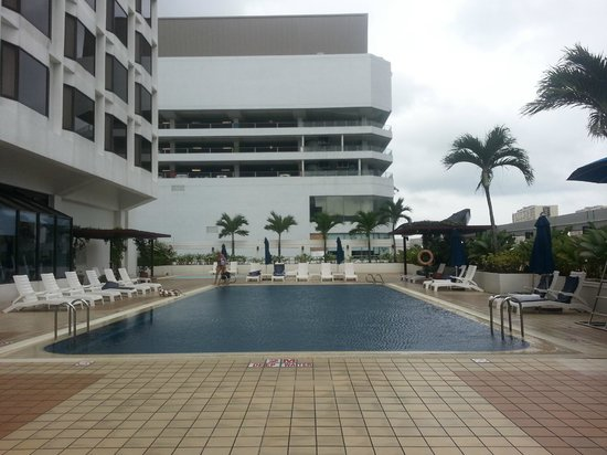 Hotel Jen Penang by Shangri-La: Pool area in the evening
