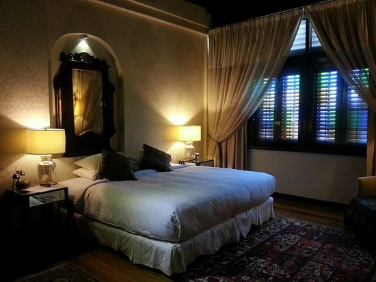 Campbell House: Songket Room