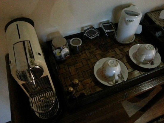 Campbell House: Coffee Machine, tea bags and kettle
