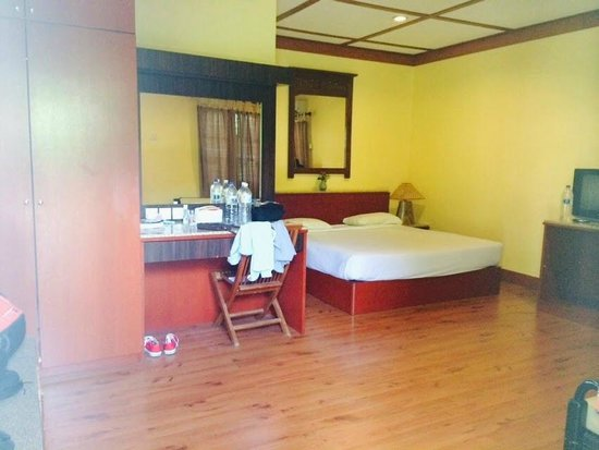 Sunset Beach Resort: Nice spacious room - Sunset II