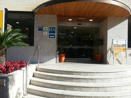 Aparthotel Olimar II: Front door