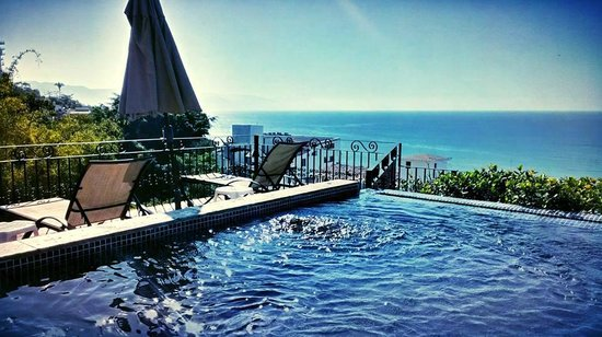 Villas Loma Linda: Rooftop infinity pool and panoramic view of the bay