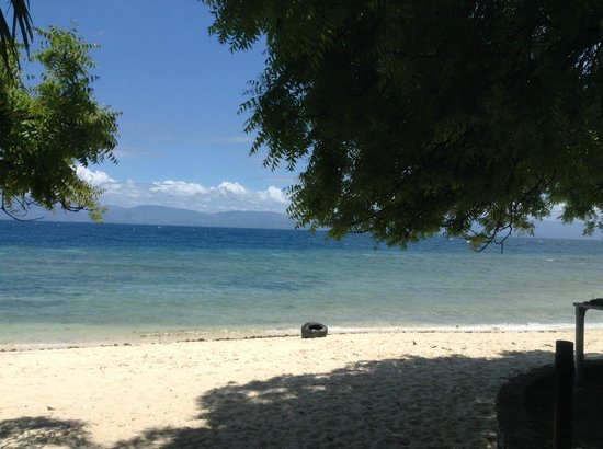 Basdaku White Beach: relaxing under the tree...
