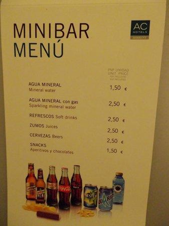 AC Hotel Sants: ミニバーの料金表  無料ではありませんでした
