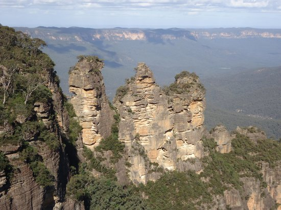Echo Point Lookout: Mountains may crumble ...  will these?