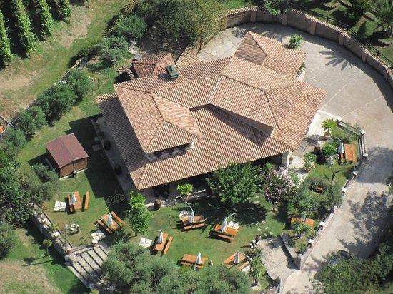 Santo Stefano del Sole, Italie : L'agriturismo dall'alto