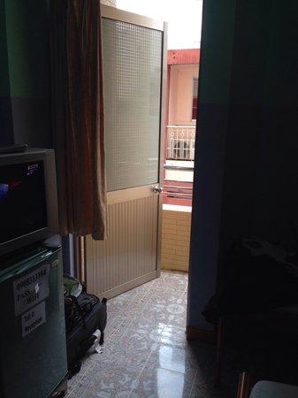 Thai Nhi Mini Hotel: выход на балкон