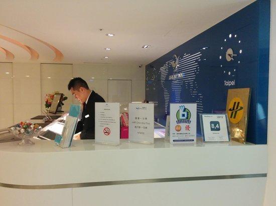 Airline Inn Taipei Zhong Hua: nice clean reception
