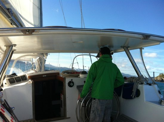 Bay of Islands Sailing/Gungha II: Helping out with the sailing!