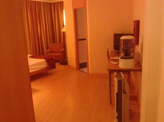Hotel T3 Tirol: Entrada habitación