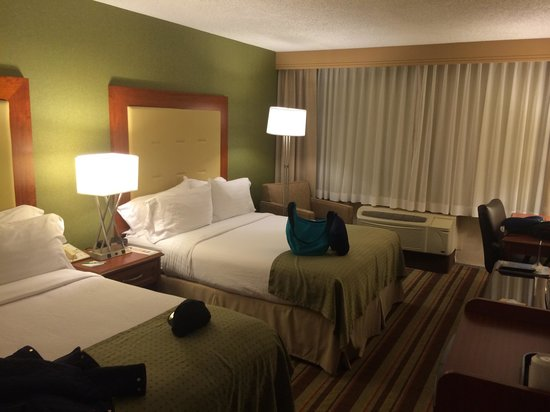 Holiday Inn Buena Park Hotel & Conference  Center: 2 queens bed for the 2 of us.
