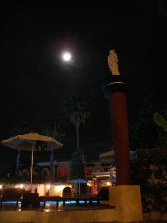 Apollon Hotel : Full moon scenery